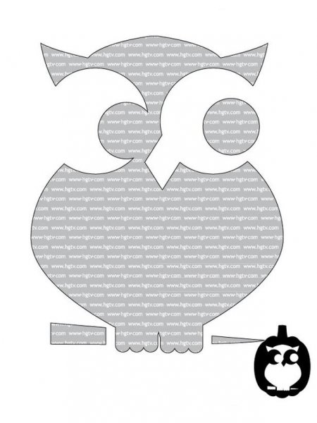 This adorable owl is so cute! It would fit right in with my current owl obsession, and the pattern itself doesn't look too difficult.  Last year I did a black cat silhoutetted against a full moon, so an owl this year would be fun.   You can click the picture to be taken to the website that has more free templates, too!