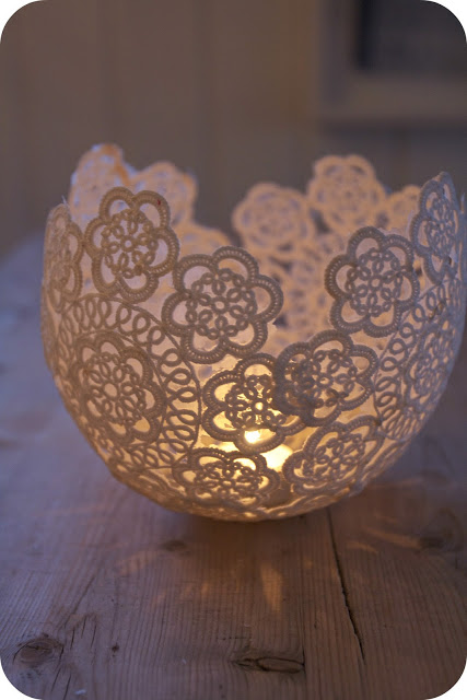 This candleholder is so elegant and looks like it was bought from an expensive home decor store, but it was made with only a few small lace doilies, some wallpaper glue and a water balloon. (Scroll down on the linked webpage for English instructions).