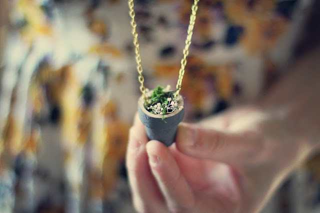 Bring a little bit of spring with you wherever you go with this adorable (and easy!) DIY pendant